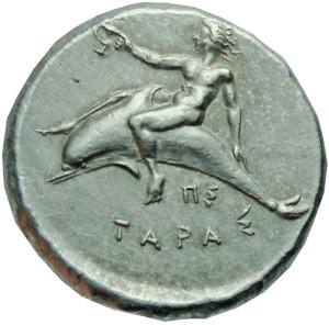 Месинска монета от V век пр. н. е. с изображение на делфин. Древните гърци и римляни смятали делфина за свещено животно и му отреждали място в своята митология. Поради това ловът на делфини бил забранен