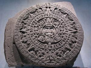 """""""Камък на слънцето"""" - календарен камък - паметник на Ацтекското изкуство, завършен през 1479г. след петдест годишен труд. Тежи 25 тона и диаметър 3,6 метра"""