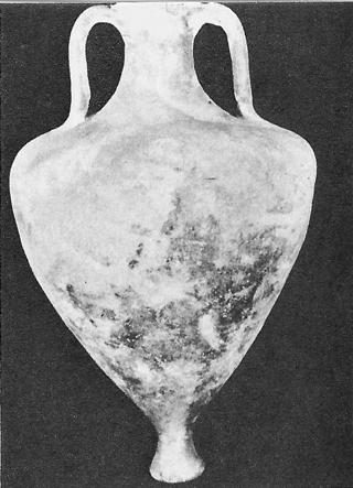 Амфора с чашковидно столче от IV - III в. пр. н.е.