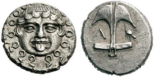 Старинна монета от град Аполония. На повечето монети от този град, на едната и страна са изобразени - двурога котва и рак.