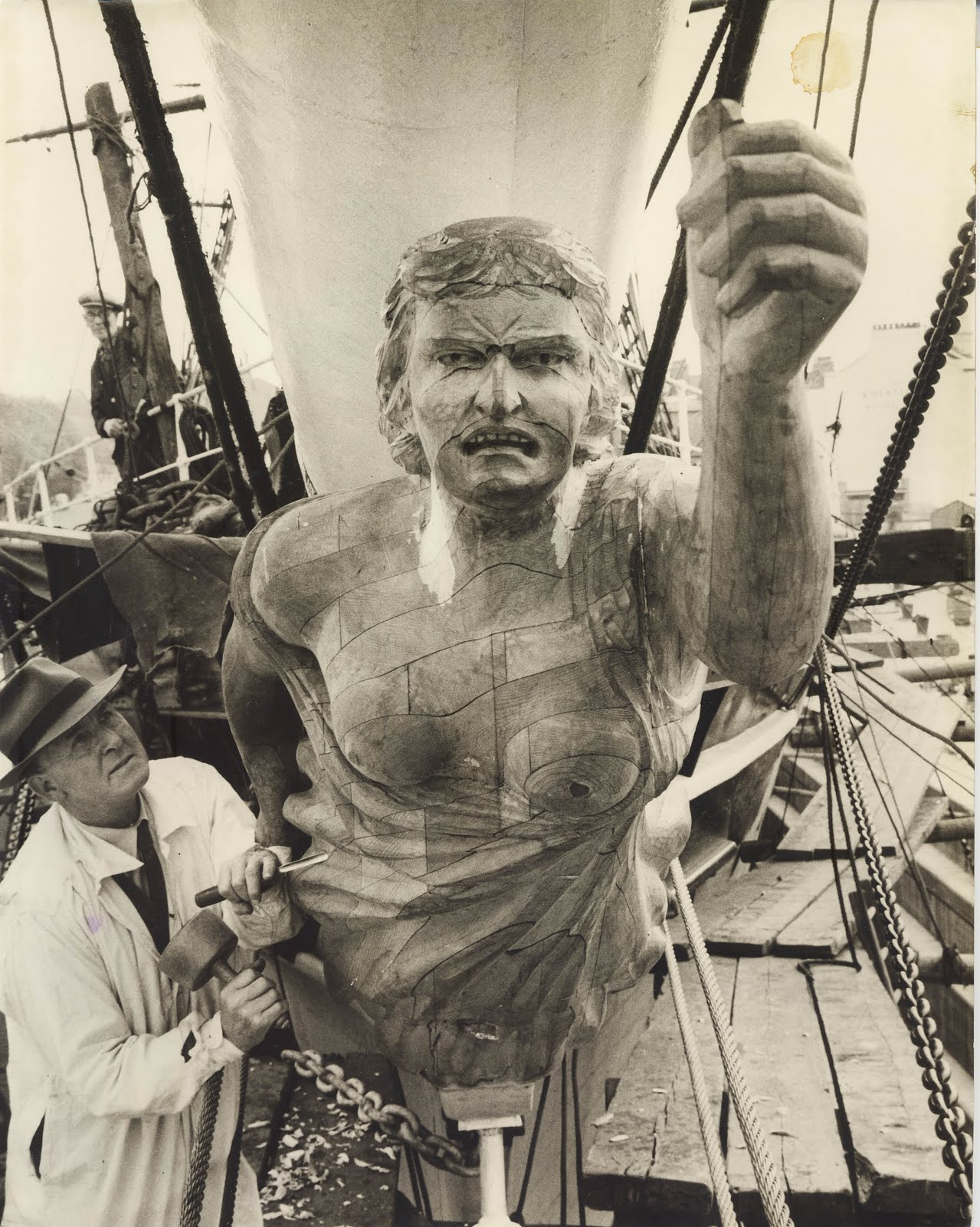 cutty sark receives her figurehead