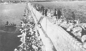 Строеж на главния вълнолом на варненското пристанище